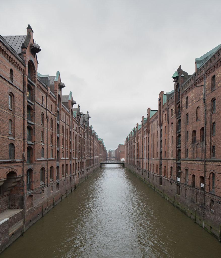 Warehouses docks