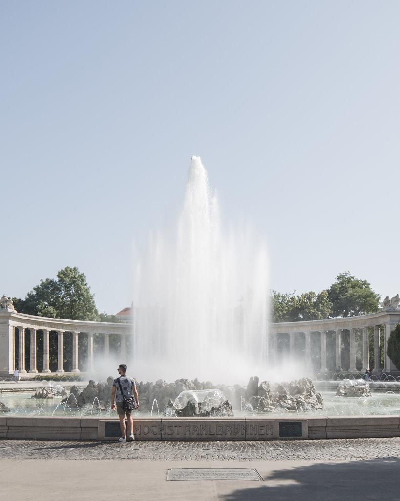 Hochstrahlbrunnen (Schwarzenbergplatz)